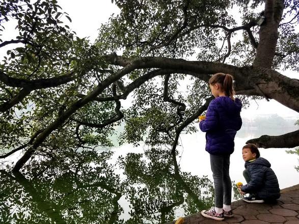 Hoan Kiem Lake with kids