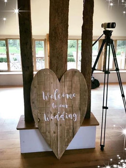 RUSTIC WELCOME TO OUR WEDDING SIGNAGE