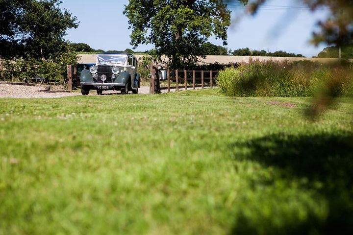 WHITE DOVE BARNS (SUFFOLK WEDDINGS)