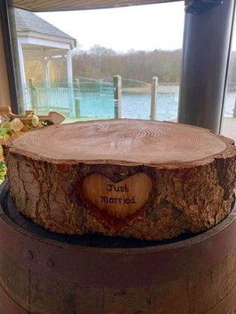 JUST MARRIED WOOD SLICE CAKE STAND