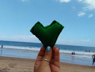 Alô Salvador - Vendendo nossa arte na praia.