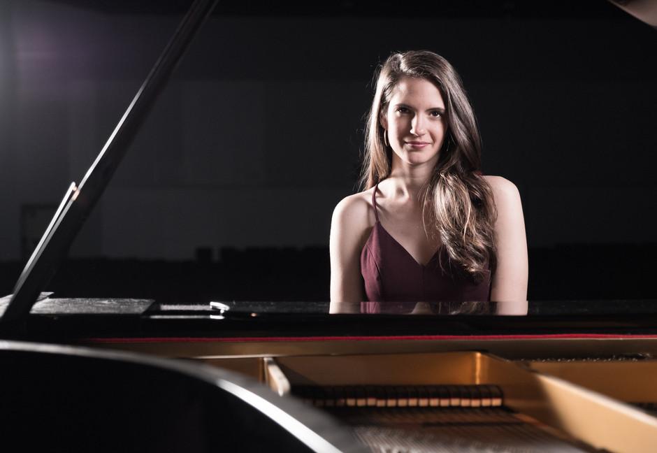 piano woman portrait photography