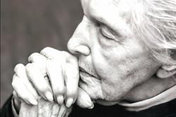 Praying_Grandma.jpg