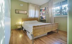 דירת 4 חדרים רחובות 3 אם המושבות הותיקה4