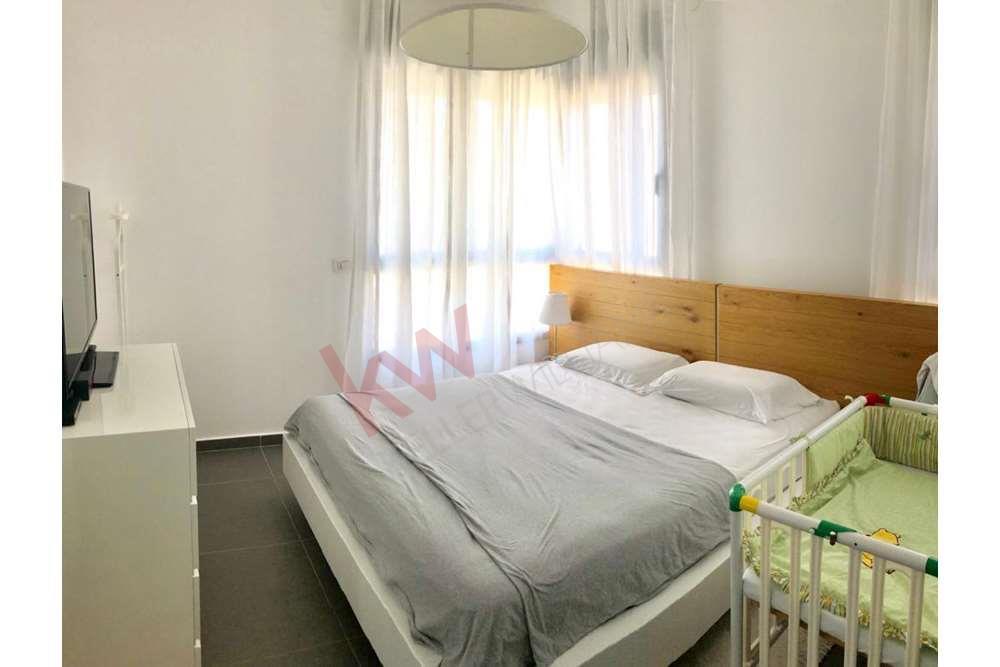 דירת 4 חדרים יעל רום 3 אם המושבות החדשה4