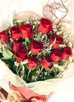 Bouquet of doz Ecuadorian roses