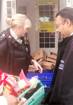 Metropolitan Police Officers Helping Out!