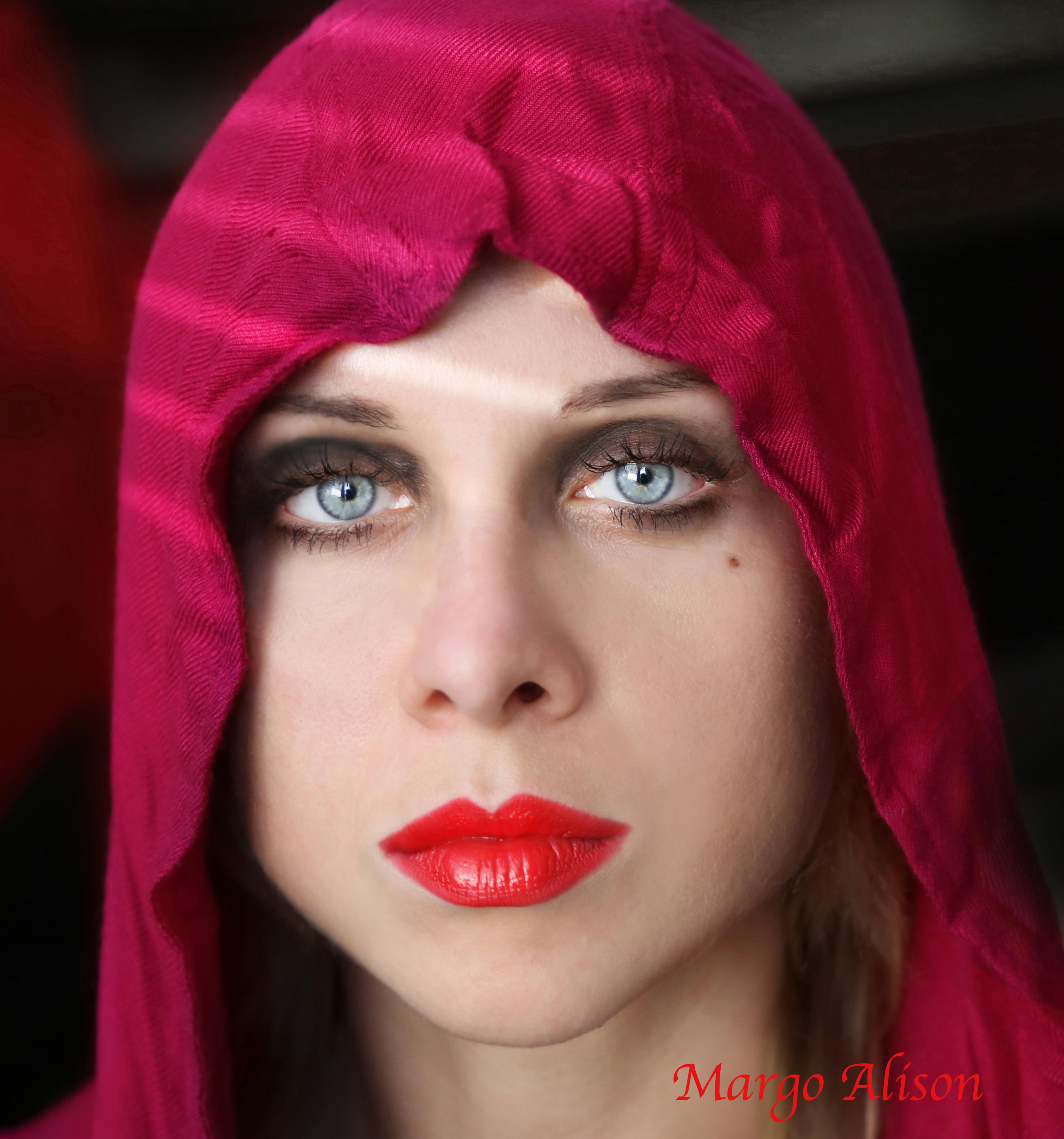 Margo Alison red blue