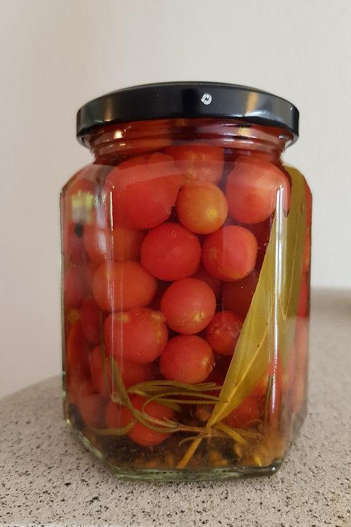 Rote Murmel-Tomaten in Essig