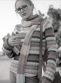 Picture of a young woman with glasses, a long striped scarf and books in her arm