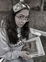 Picture of young woman with harry potter heandband, glasses and grey sweatshirt