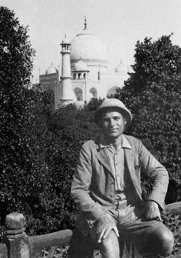 Poška_at_the_seat_of_Taj_Mahal,_1931-32.