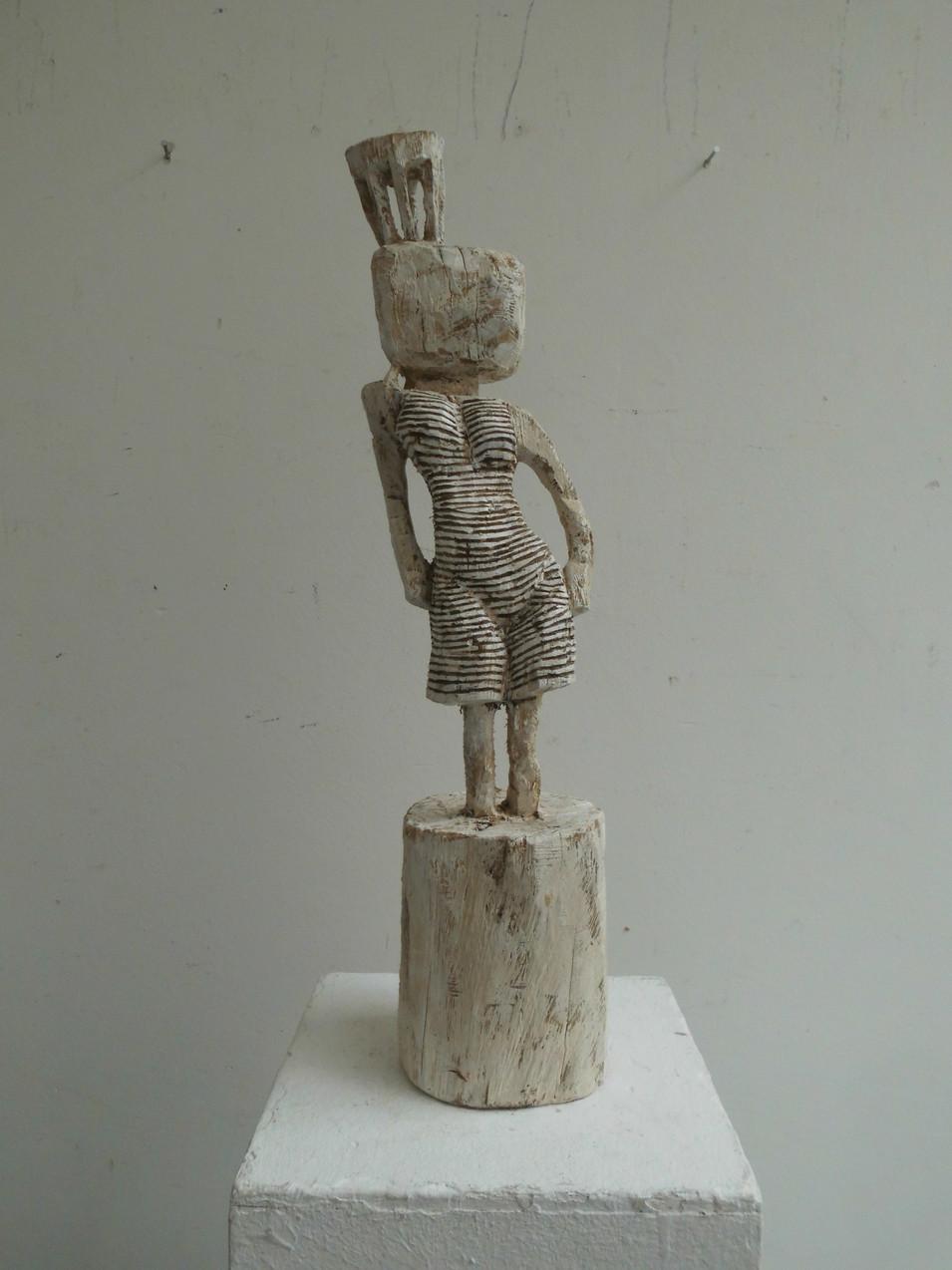 Klaus Hack | Tänzerin mit Krone | 2009 | Holz | weiß gefasst | 54 x 12,5 x 12,2 cm | 2500 Euro