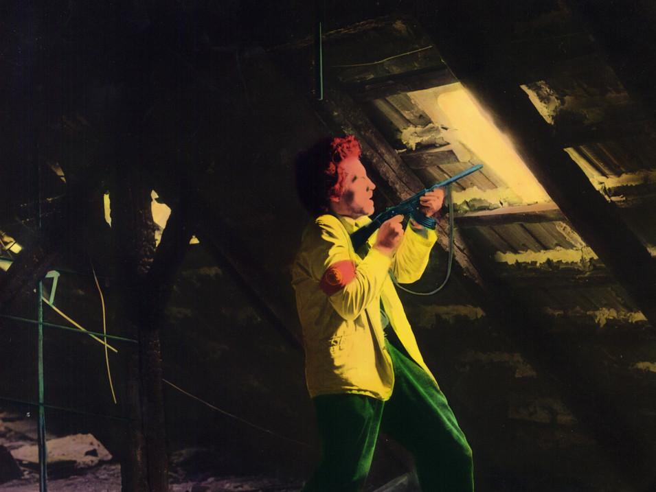 Florian Merkel | Mann mit Gewehr | 1990 | Eiweißlasur auf Silbergelatinebaryt | 100 x 100 cm