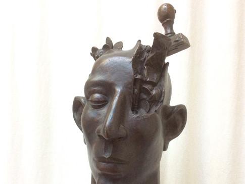 Jochen Schamal | o. T. | 1995 | Bronze dunkelbraun patiniert | 1/2 | Höhe 38,5 cm | 3900 Euro