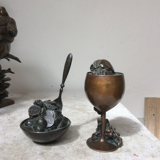 Jochen Schamal   Kelch   Bronze   2005   h - 17,5 cm   750 Euro
