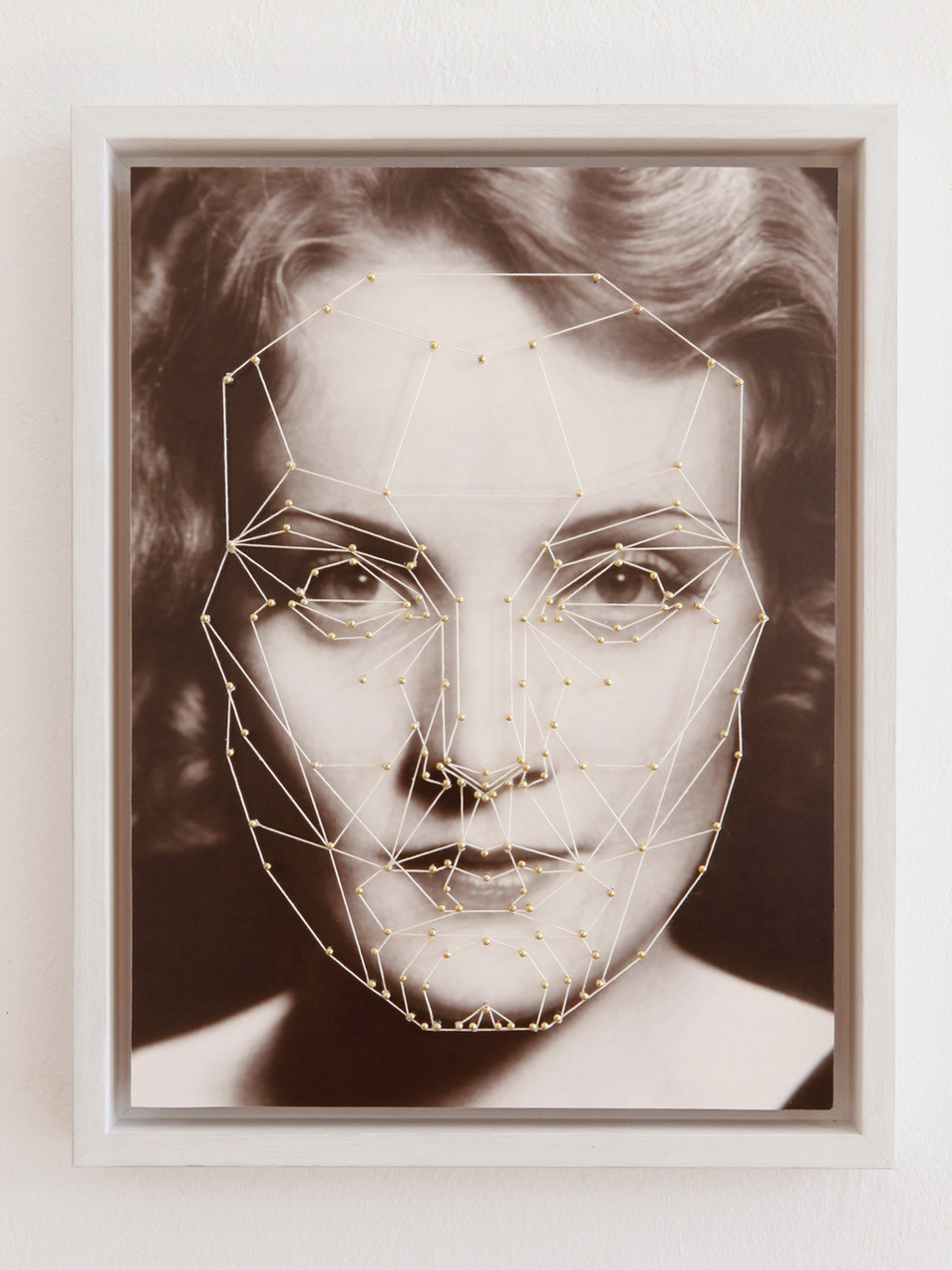 Anna Herrgott | MARQUARDT -M- | 2015 | Nägel und Schnur auf Fine Art Print 45 cm x 35 cm x 4,5 cm m.R. | Auflage 3