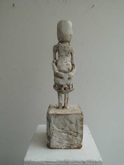 Klaus Hack | Stehende Figur | 2011 | Holz | weiß gefasst | 45,5 x 11,5 x 12,8 cm | 2200 Euro