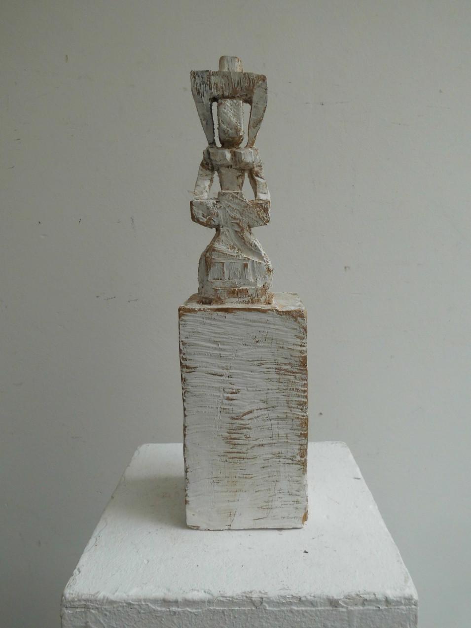 Klaus Hack | Die Weihe | 2012 | Holz | weiß gefasst | 39 x 10 x 9,5 cm | 1200 Euro