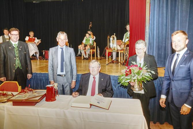 Bürgermedaille für Ehrenvorsitzenden Karl Liebl