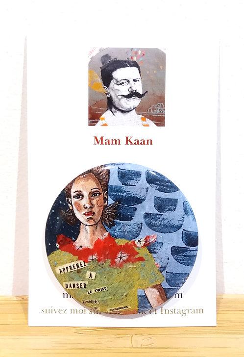 """Badge 45mm tiré de l'oeuvre """"Apprenez à danser le twist"""" de Mam Kaan, artiste tourangelle"""