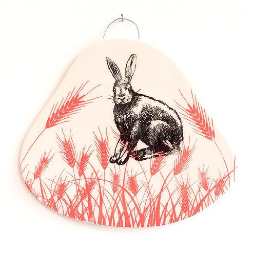 Tableau en faïence lapin sur fond èpis de blé vermillon La Céramique de Flo