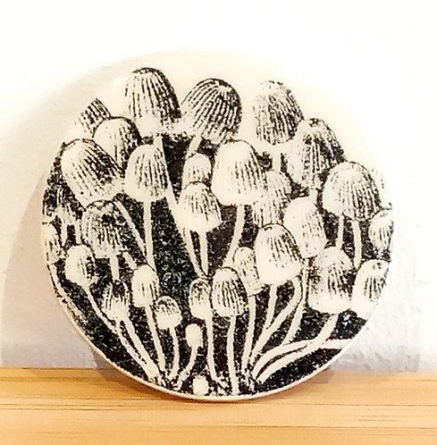 Broche faïence motif champignons de Stéphanie Cahorel