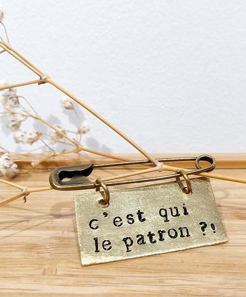 """Broche message en laiton """"C'est qui le patron"""" de Agapi"""