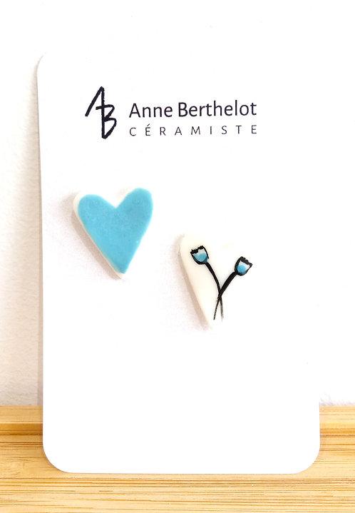Duo de pins en porcelaine en forme de coeurs de Anne Berthelot, artiste céramiste en région parisienne