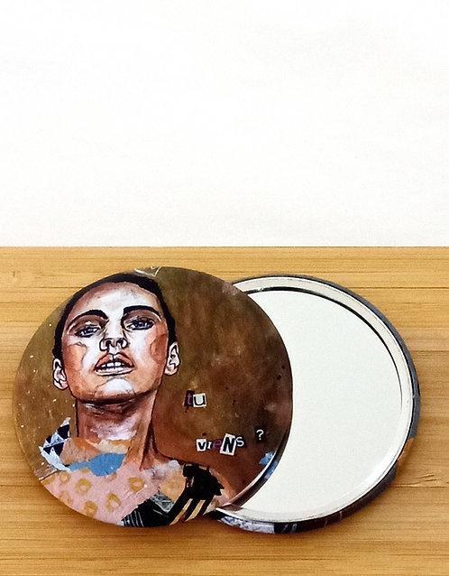 """Miroir de sac avec visuel tiré de l'oeuvre de l'artiste tourangelle Mam Kaan """"tu viens?"""""""