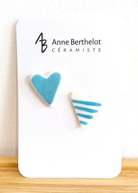 Duo de pins coeurs en porcelaine turquoise de Anne Berthelot, céramiste à Noisy le sec