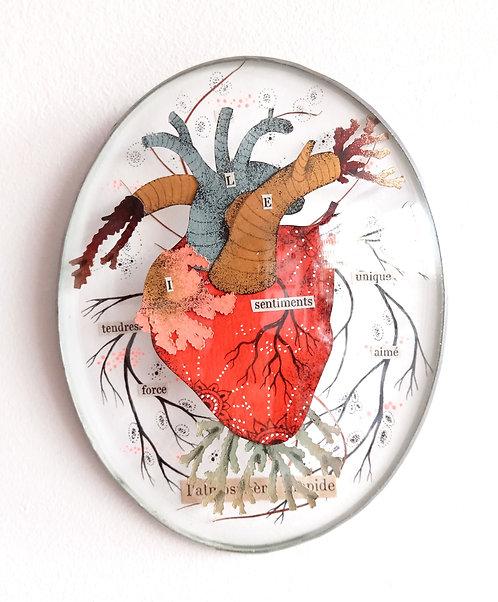 Coeur en papier découpé sous verre bombé ancien, oeuvre de l'artiste Céline Chevrel