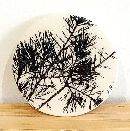 Broche faïence motif sapinette de Stéphanie Cahorel