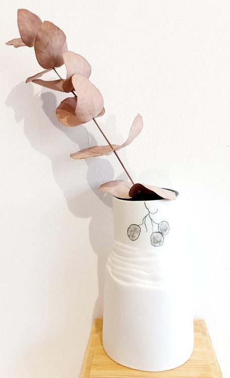 Vase à persil en porcelaine blanche et dessin noir de Marie-Christine Tère