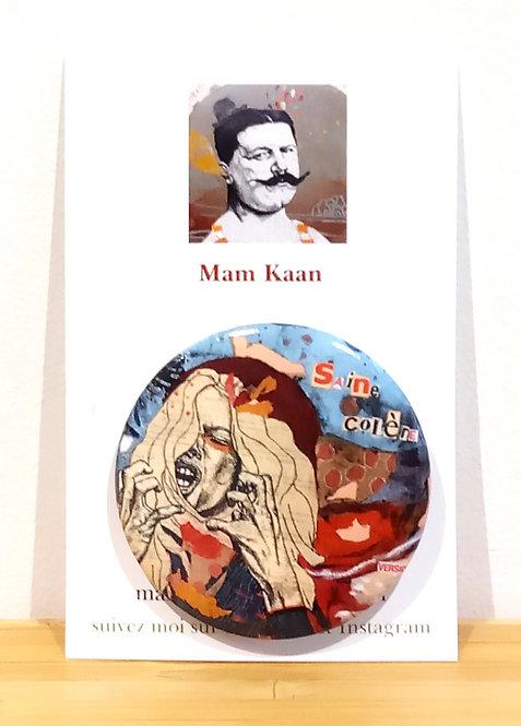 """Badge 45mm tirée de l'oeuvre """"Saine colère"""" de Mam Kaan artiste tourangelle."""