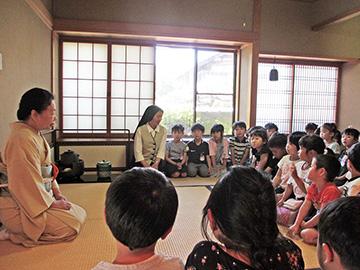 秀浦先生のお話を聞きます。