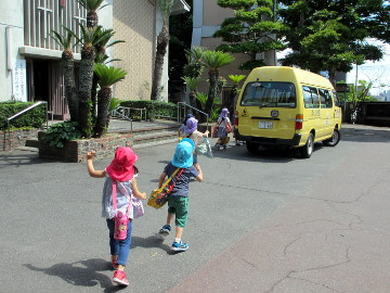 さあ、バスへ!