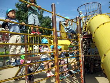 この遊具が、カニをモチーフにしていることから、「カニ公園」と呼ばれるらしい。