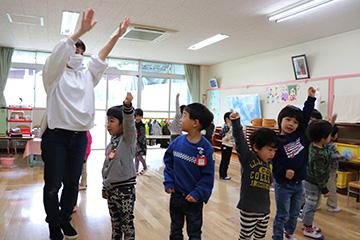 子どもたちは、踊りをちゃんと覚えていました。