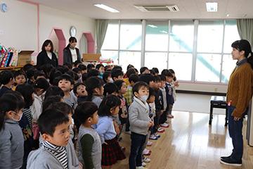 年少さん。3月6日の「お別れ会」に備えて歌の練習です。