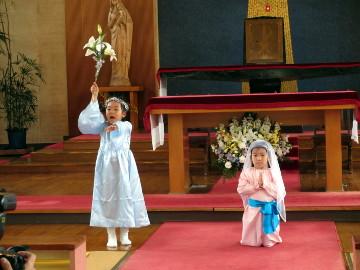 大天使ガブリエルが、マリアのもとに現れます。