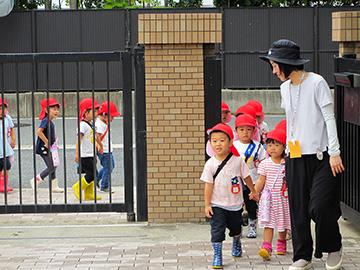 祇園小学校に到着。