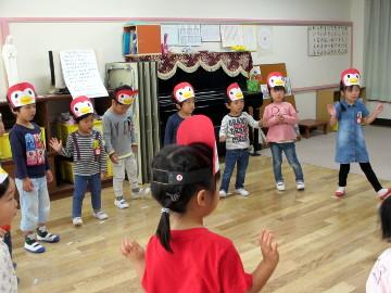 年少さんも、お教室で「ロケットペンギン」の総仕上げ。