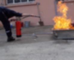 pompier en formation incendie
