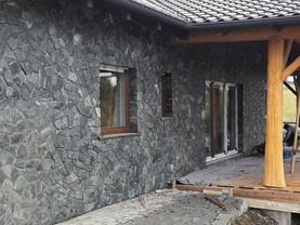 černozelený obkladový kámen