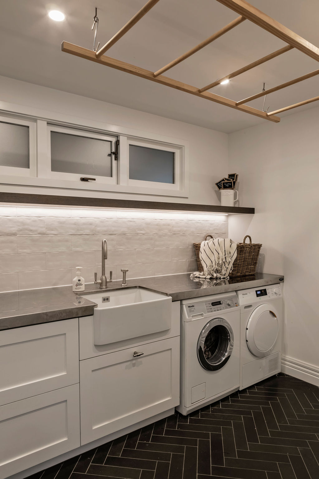 Laundry Design using stone