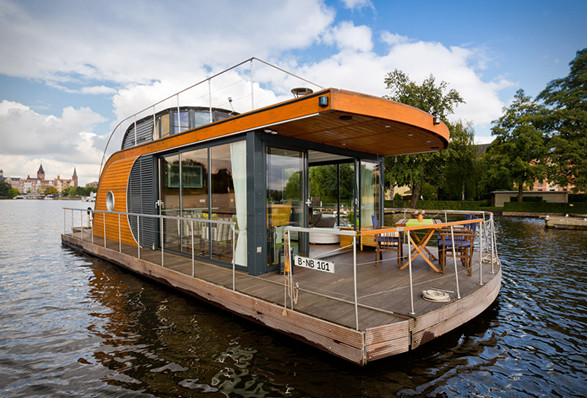 Nautilus house boat - travels along the river.