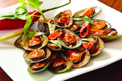 Green clams seasoned with tom yam sauce.jpg