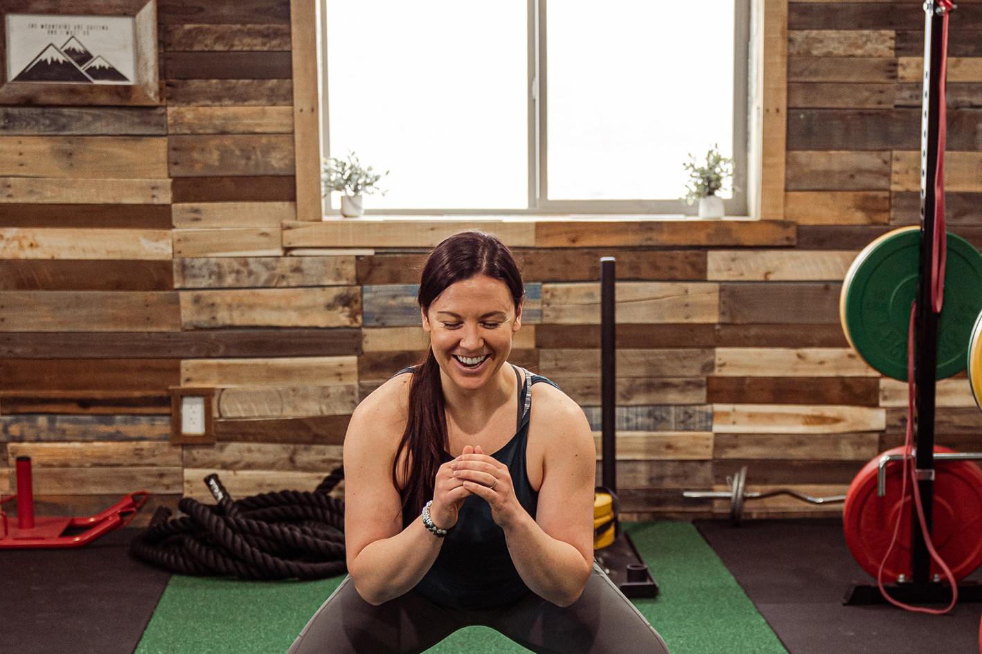 Learn the proper techniques for an efficient Squat!