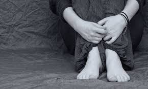 Preditores de tentativa de suicídio entre adolescentes com pensamentos suicidas ou automutilação